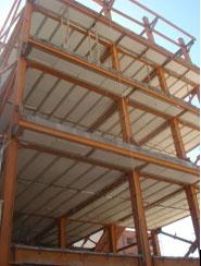 نمایی از ساختمان اسکلت فلزی