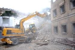 تخریب ساختمان فرسوده قبلی